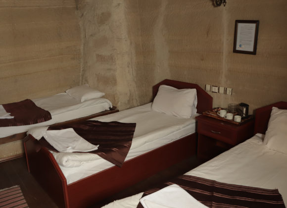 Share Cave Triple Room (107)